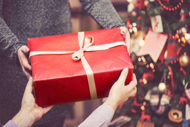 Gift Ideas for Health and Wellness. How to Give the Gift of Supplements.